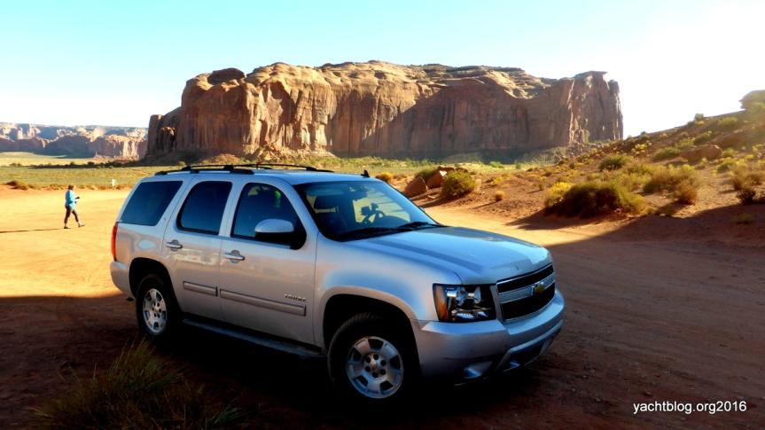 Mit dem richtigen Mietwagen kann man durchs Monument Valley fahren