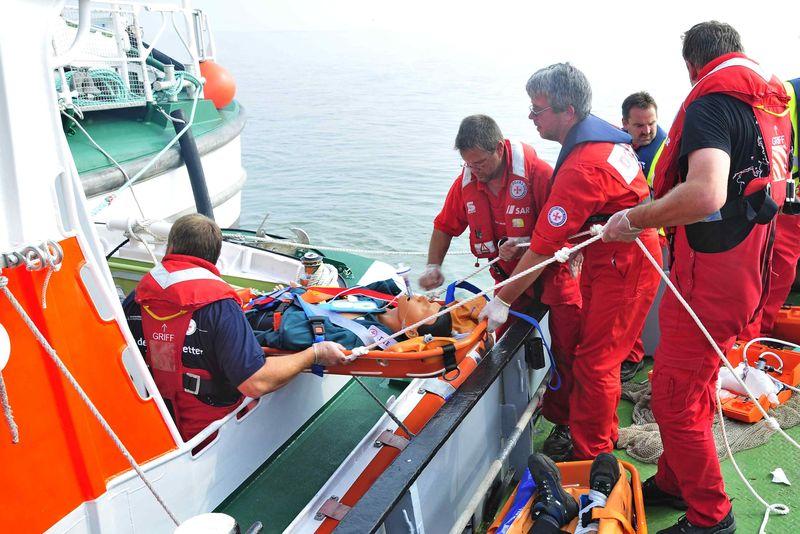 Teil der großangelegten internationalen Übung am 16. und 17. September 2016 vor Wilhelmshaven wird auch das Abbergen von Verletzten sein. Archiv-Foto: DGzRS – Die Seenotretter
